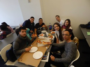 LSI New York students enjoying pizza together